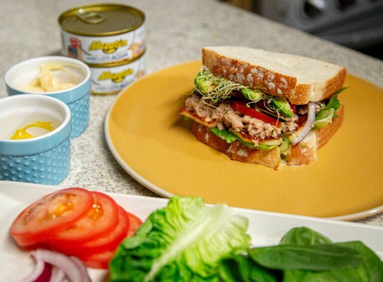Sándwich de Atún Mazatún con queso panela