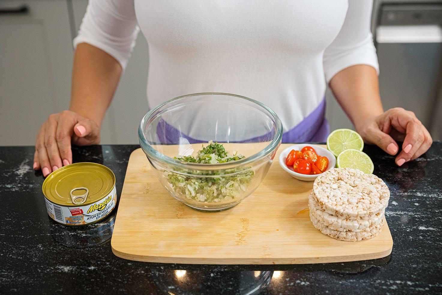 Tostada de arroz y atún