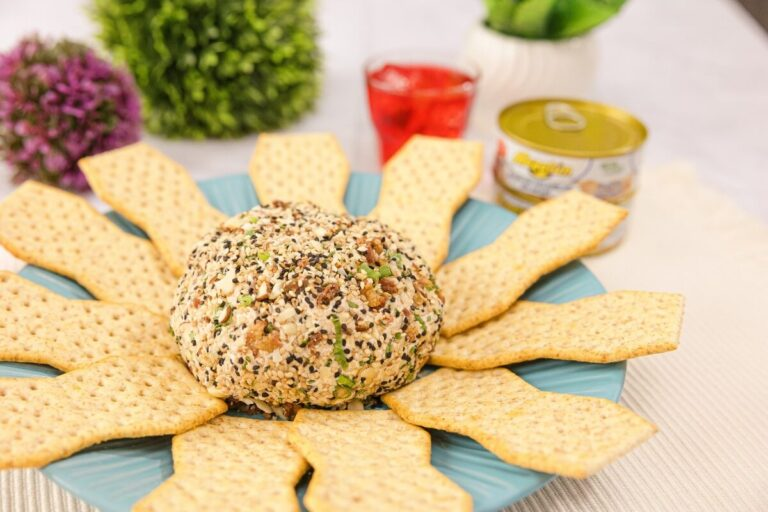 Bola de queso crema y atún Mazatún